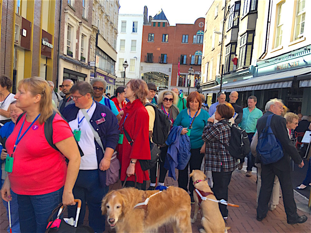 Walking tour of the streets of Dublin Ireland